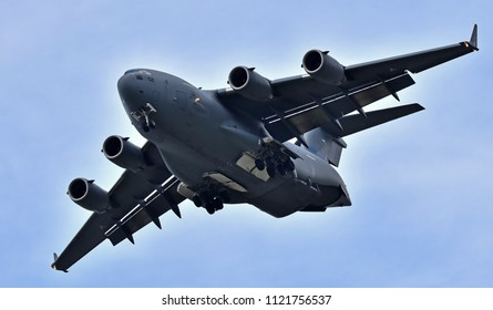 Giant military aircraft Boeing C–17 Globemaster