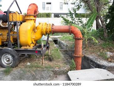 Giant orange Flooding Submersible Pumps engine machine