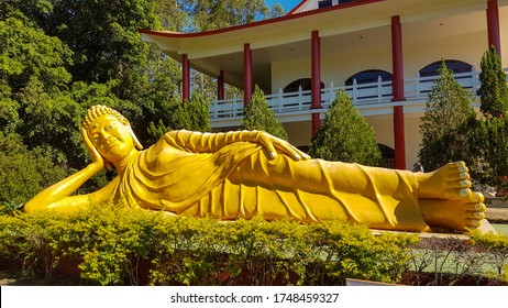 Giant reclining golden Siddharta Gautama Buddha in Chen Tien buddhist temple, Foz do Iguacu, Brazil.
