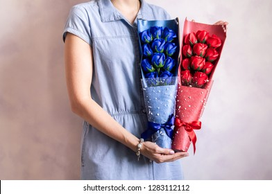 Gift bouquet: Florist girl demonstrates blue and red rose bouquet.