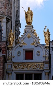 A gilded statue of Count (Markgrave) Baldwin I Iron Arm (830s-879) with two ladies by his side tops the archway at the rear of the Old Civil Registry Archway at the Donkey Street (Blinde Ezelstraat).