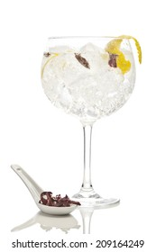 Gin tonic with hbiscus flower