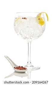 Gin tonic with pink pepper