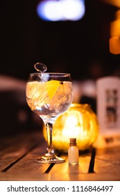 gin tonica served in a balloon type glass