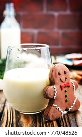 ginger bread and milk in glass, stock photo