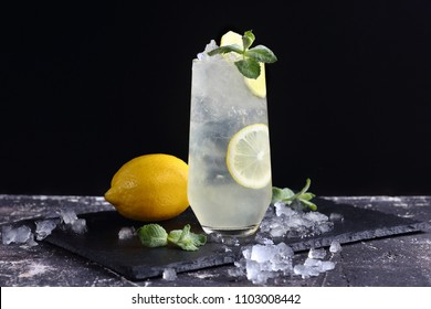ginger lemonade with lemon, mint and ice