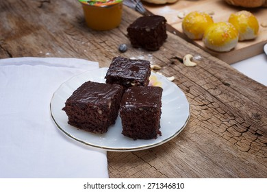 Gingerbread cake with chocolate on White cloth and wood