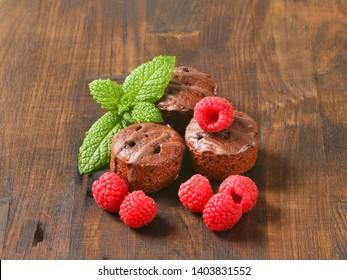 Gingerbread cake with fresh raspberry