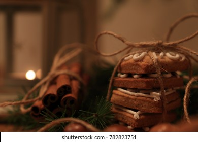 Gingerbread cakes and cinnamon decorations