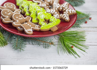 gingerbread christmas cookies on the red plate