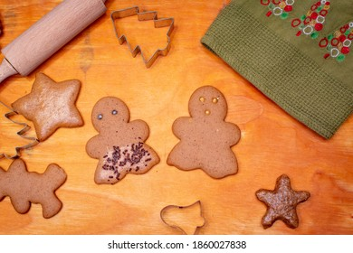 Gingerbread cookies pair on wooden board