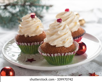 Gingerbread cupcake with christmas decoraton, selective focus