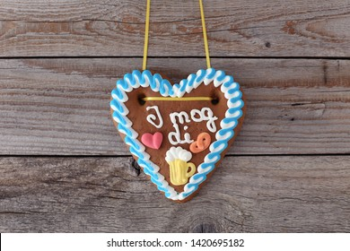 "Gingerbread Heart with text in bavarian-dialect : ""I like you"""