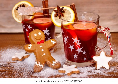 gingerbread man with two glasses mulled wine, wooden background