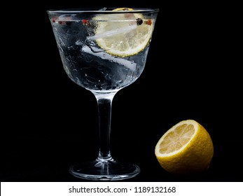 Gintonic with lemon and ice