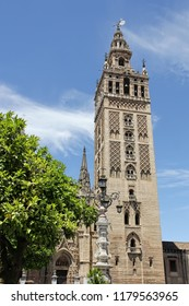 The Giralda, bell tower of Seville Cathedral, former minaret, Seville, Andalusia, Spain.