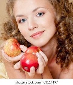 girl with apples