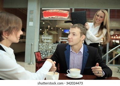 Girl beats businessman husband saw him with his mistress