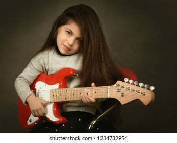 A girl carrying a guitar and playing in Karbala / Iraq on 13-12-2017