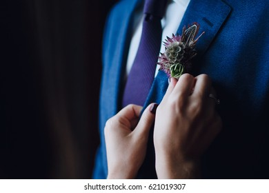 The girl corrects for the groom a buttonhole