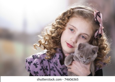 girl with curly hair and a kitten