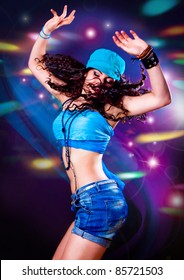girl dancing in discolight