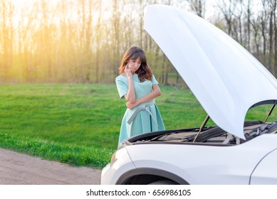 girl did not know what to do with a car that broke down on the road. how to solve the problem of machine failure. problems drivers.