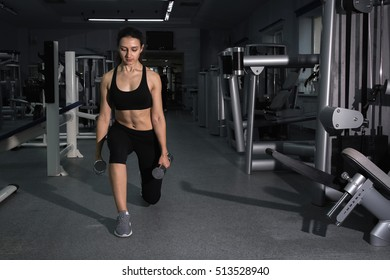 girl doing lunges with dumbbells