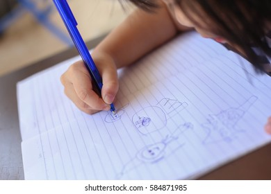 A girl drawing picture
