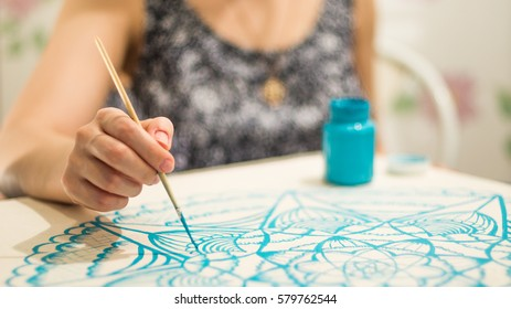 The girl draws a mandala