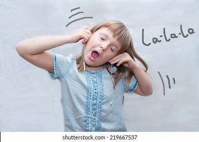 girl with earphones sings