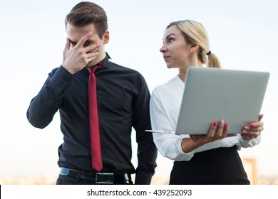 girl and the guy with the laptop on the background of the city
