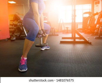 girl in the gym doing exercises