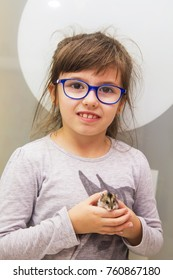 girl with hamster in hands