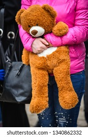 The girl in the hands of holding a teddy bear
