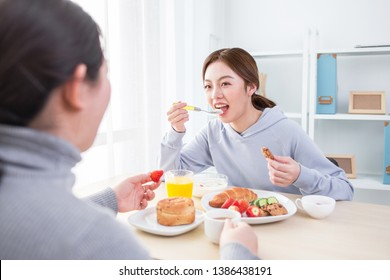 girl having lunch with friend
