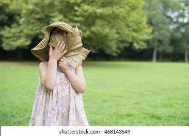 Girl to hide the face