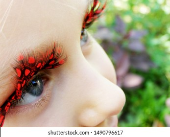 girl with large and bright eyelashes