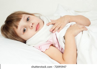 The girl lies in bed, measures temperature