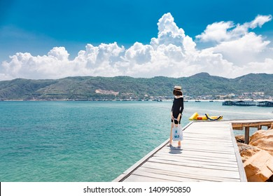 The girl look at the sea