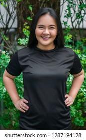A girl modeling black T-shirt