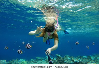 Girl Photographed Itself under the Water, in the Sea with Fish Indian Ocean, Underwater Camera in the Sea in the Maldives, The Concept of Luxury Vacation Tourism and Vacation, trip snorkeling