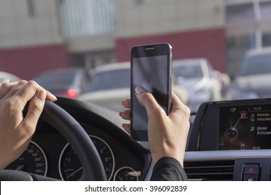 the girl picks up a text message on a mobile phone in the car