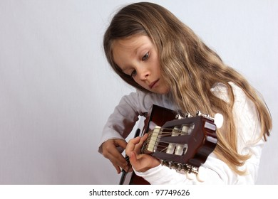 Girl is playing a guitar/music/guitar