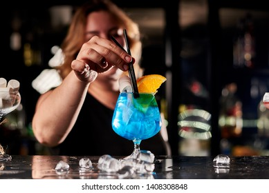 girl pours alcohol in the bar