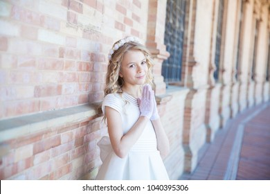 Girl praying / First holy communion