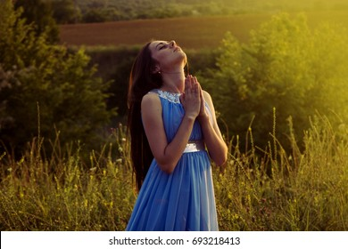 Girl praying and looking to heaven