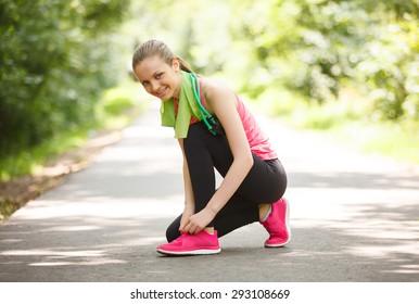 Girl prepare for running in the park