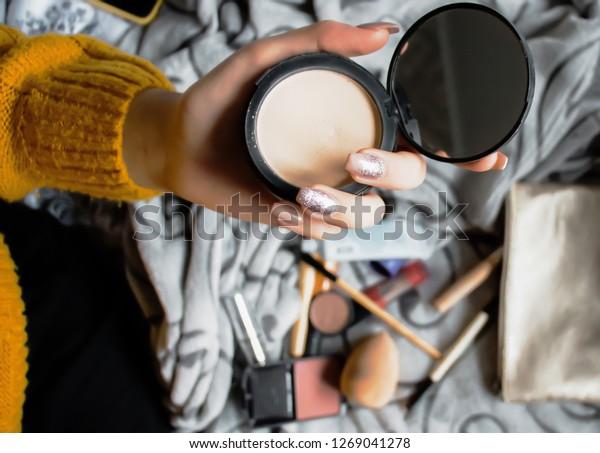 女の子は化粧をする、スキンケア