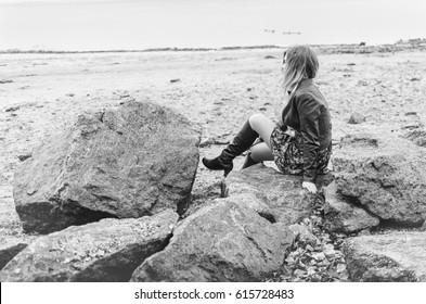 the girl with red hair and green jacket walks and resting , the monochrome
